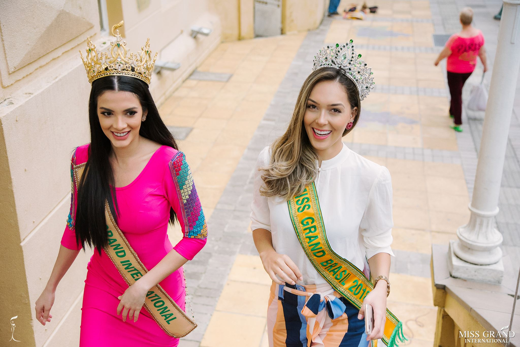 miss grand international 2018 visitando brasil para assistir a final de miss grand brasil 2019. 2gai7xkd