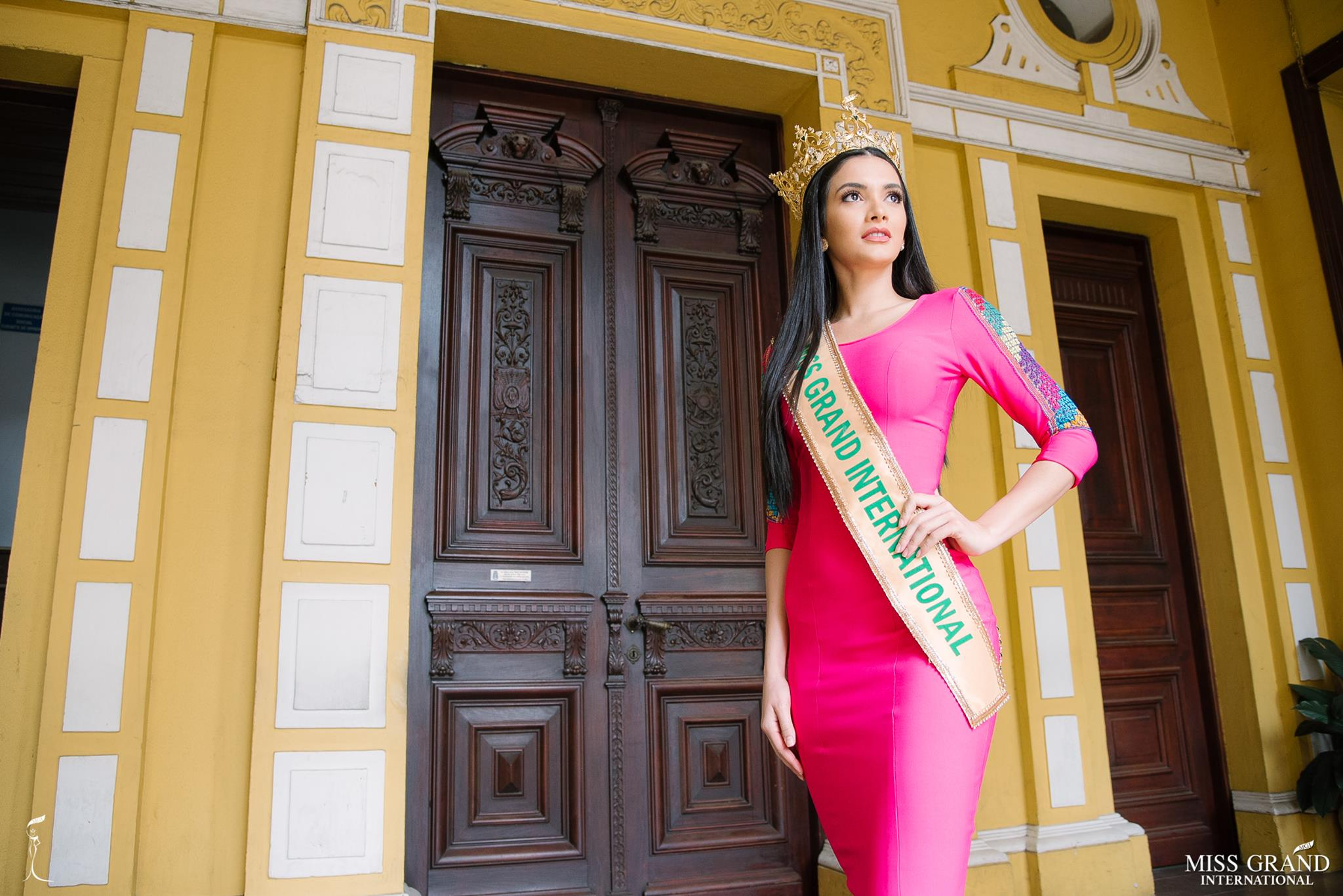 miss grand international 2018 visitando brasil para assistir a final de miss grand brasil 2019. Hu7lvsdc