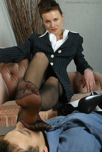 Mistress Anna Regent, Mistress Sky, Mistress Nonna - Anna Regent's boot boy (Womanworship) SD 576p